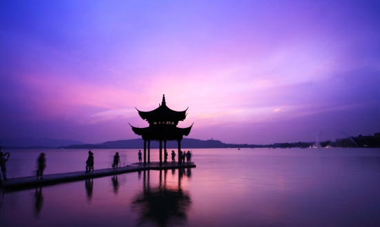 temple-in-westlake-with-sunset-Landscape-hangzhou-China1000x600_0